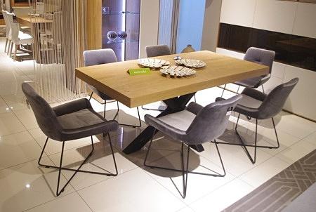 Krzesła do salonu szary materiał