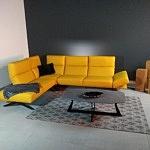 Kanapa narożna w modnym kolorze żółtym regulacja oparć