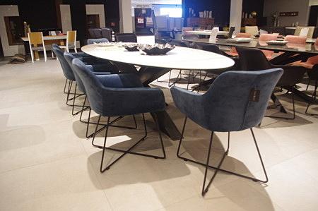 Niebieskiem krzesła