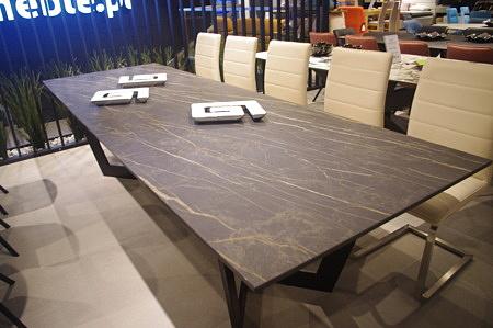 Kamienny stół
