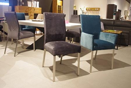 Krzesła do jadalni z metalowymi nogami