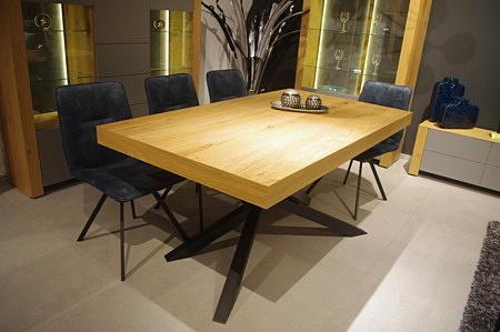 ładny stół do salonu