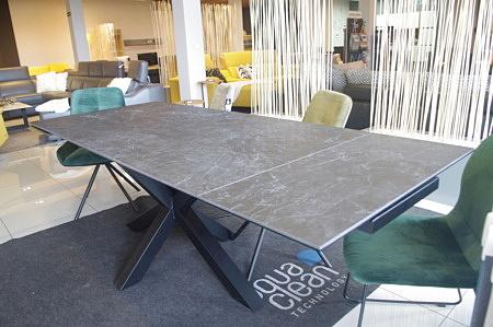 Piękny nowoczesny stół ceramika