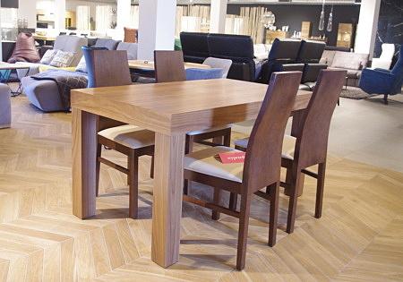 Stół prosty na czterech nogach