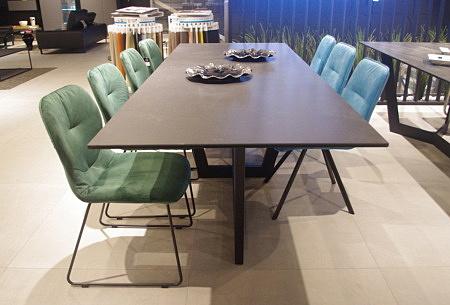 Stół spiek kwarcowy na stole
