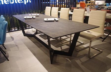 Stół z blatem rozkładanym
